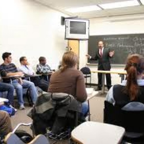 Предприемаческа академия на Изи Кредит и Нов български университет ще подготвя фирмени мениджъри