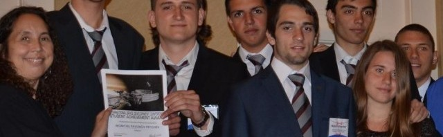 Никола Димов държи своята награда, Сан Диего/САЩ, конференцията на NASA, май 2013