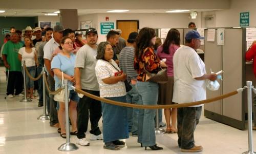 Официалната безработица намалява