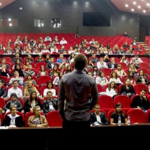 Бизнес форум събра стотици млади предприемачи в УНСС