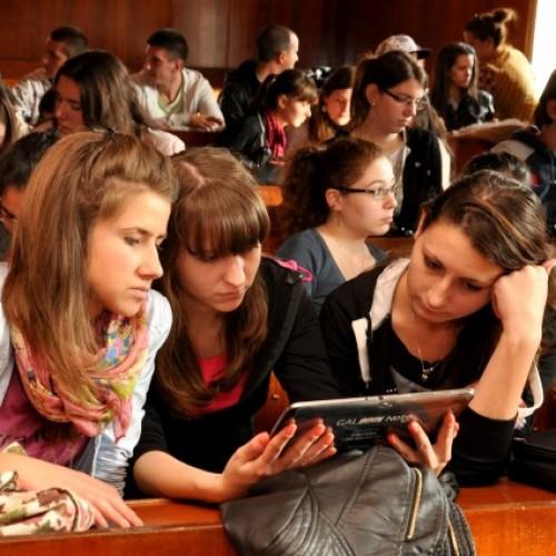 59% от гимназистите използват своите дигитални устройства, за да се подготвят за училище