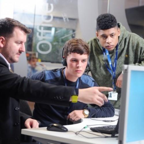 Безплатно техническо училище за младежи