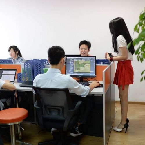 Китайски фирми наемат момичета за програмистите си