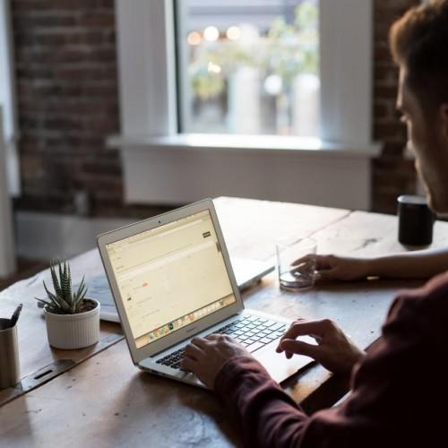 Как да си намерим работа, без да имаме връзки?