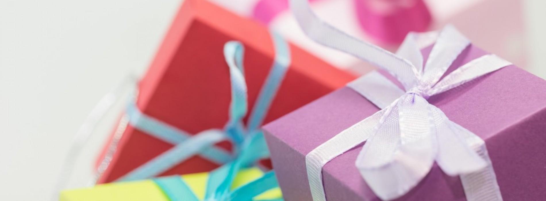 Коледно даряване в офиса – правилният начин