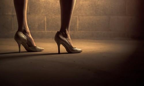 Защо в някои индустрии жените все още са задължени да са с високи токове?