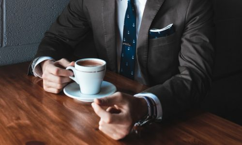 Как да се превърнете във впечатляващ кандидат за работа, за която не сте най-квалифицираният?