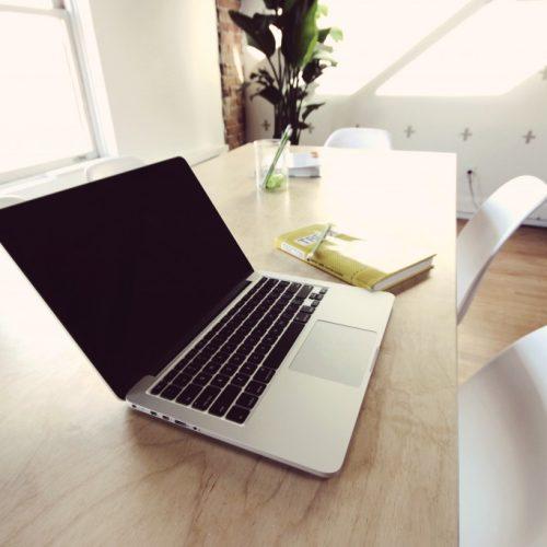 Как да запазите продуктивността в шумен офис