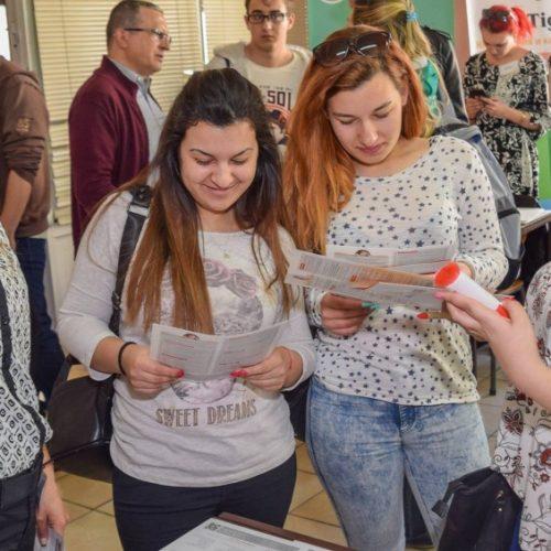 """Най-големият кариерен форум в България """"Национални дни на кариерата – Добра кариера, Добър живот"""" 2017 срещна хиляди младежи и стотици водещи работодатели"""