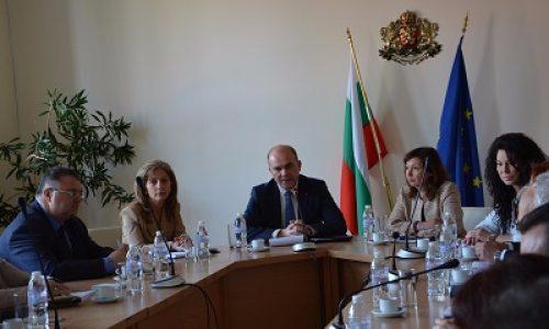 Министър Петков обсъди проблема с недостига на работници с организациите на работодателите