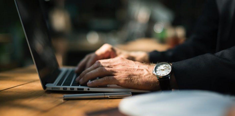 5 ситуации, които винаги ще са неловки, когато започвате работа на ново място