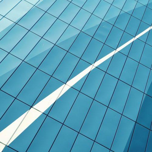 Как да се изкачите бързо в йерархията на големите фирми