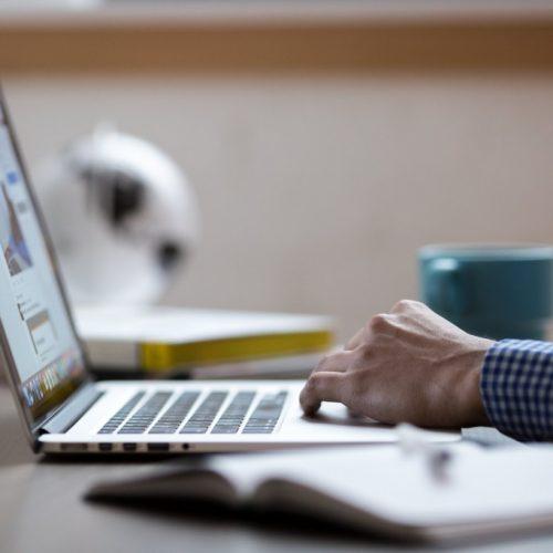 4 начина, по които твърде бързото напускане вреди на кариерата ви