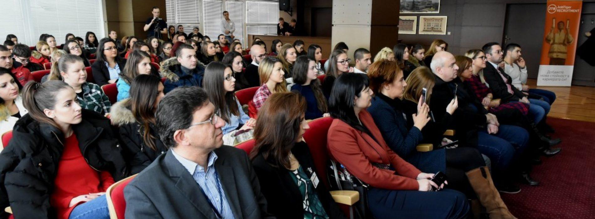 """6000 студенти и млади специалисти посетиха """"Дни на кариерата"""" в УНСС"""