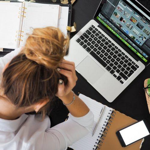 Как позволяваме работата да саботира празничните ни дни (и как да я спрем)?