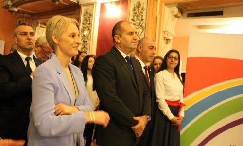 Президентът Румен Радев връчи почетни значки на младежи от цяла България на 10 януари