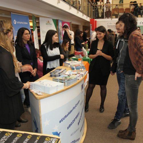 """1800 посетители се срещнаха с 42 компании по време на """"Национални дни на кариерата"""" във Варна"""