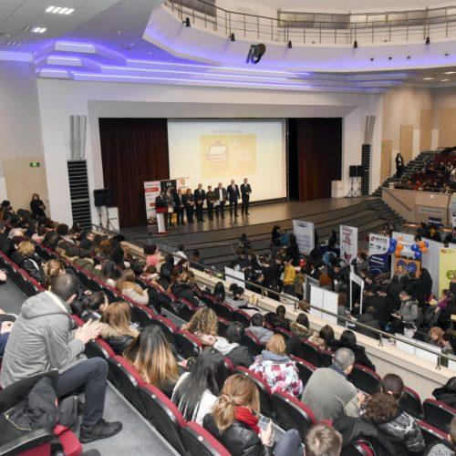 """1500 млади хора получиха предложения за работа или стаж от 35 фирми на """"Национални дни на кариерата"""" в Русе"""