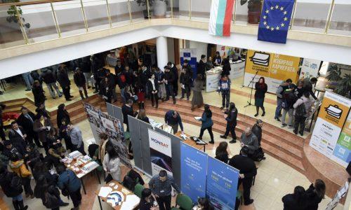 """500 млади хора потърсиха реализация на първото издание на """"Национални дни на кариерата"""" в Габрово"""