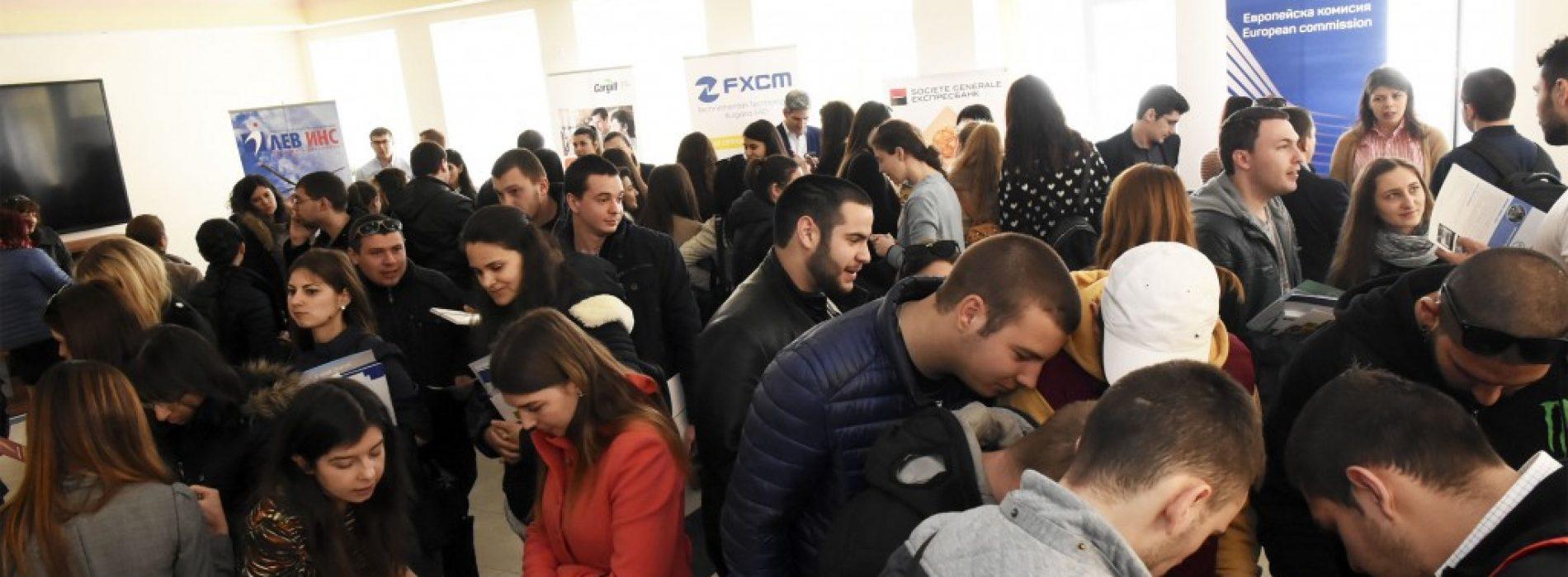 """500 млади хора посетиха """"Национални дни на кариерата"""" 2018 в Свищов"""