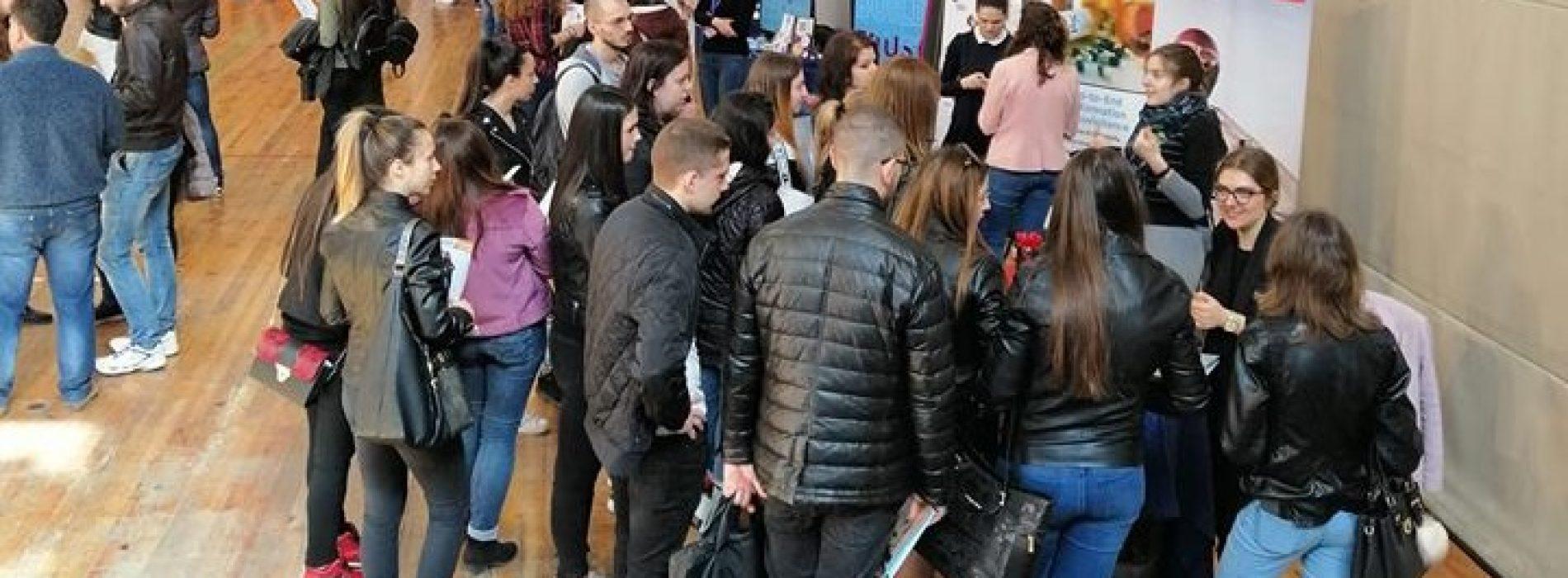 """1400 посетители се срещнаха с 42 компании по време на """"Национални дни на кариерата"""" във Варна"""